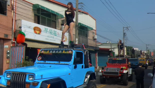 Taiwan-funeral-pole-dancer-631009396