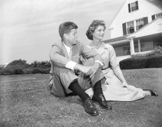 John-f-kennedy-and-jacqueline-bouvier-june-27-19531